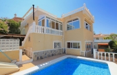 200-0151, GREAT PRICE!! Lovely, Two Bedroom, Detached Corner Plot Villa With Private Pool, Solarium & Underbuild in Ciudad Quesada.