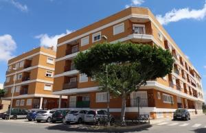 200-0184, Nicely Presented,  Two Bedroom, South Facing, 2nd Floor Apartment With Solarium & Pool in Los Palacios, Formentera Del Segura