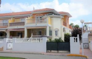 200-0518, Three Bedroom Corner Townhouse In Ciudad Quesada