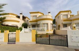 100-2120, Three Bedroom Detached Villa On El Raso