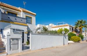 200-0549, Two Bedroom Ground Floor Apartment In Torrevieja