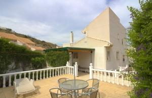 100-2082, Wonderful, Spacious, Five Bedroom Corner Plot Semi-Detached Villa With Guest Apartment Close To The La Marquesa Golf Course, Ciudad Quesada.