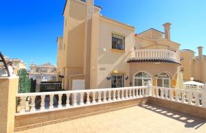 200-0724, Three Bedroom Quad Villa In Villamartin.
