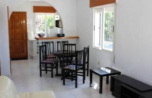 medium_6092_lovely_2_bedroom,_corner_bungalow_overlooking_communal_pool_140520100552_sr1160_(9)