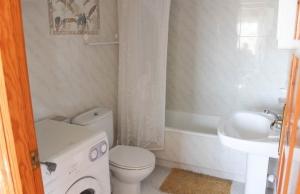 medium_6092_lovely_2_bedroom,_corner_bungalow_overlooking_communal_pool_140520100558_sr1160_(2)