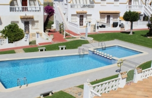 medium_6092_lovely_2_bedroom,_corner_bungalow_overlooking_communal_pool_140520100559_sr1160_(22)