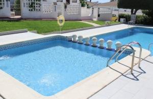 medium_6092_lovely_2_bedroom,_corner_bungalow_overlooking_communal_pool_140520100613_sr1160_(1)
