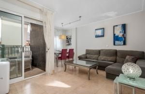 200-0950, Three Bedroom, Second Floor Apartment In The Centre Of Guardamar del Segura.